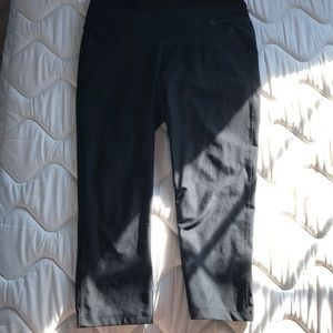 Nike DriFit  crop leggings - M